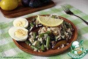 Рецепт Салат из риса с фасолью и сливами