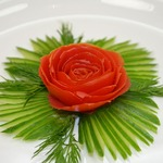 Как сделать розу из помидора