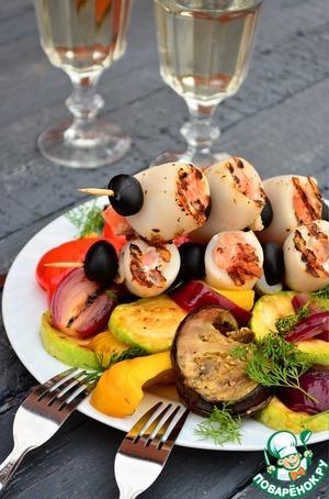 Рецепт Шашлык из кальмаров и семги с гриль салатом