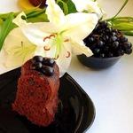Шоколадный пирог с вином и орехами