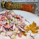 Салат из краснокочанной капусты и карбонада