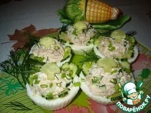 Рецепт Салат с тунцом в яичных тарталетках
