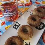 Печеные пончики с корицей