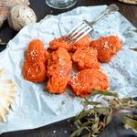 Рыба в свекольно-морковном кляре с майонезным соусом