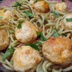 Спагетти с мясными шариками в томатном соусе