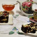 Шоколадный десерт с орехами