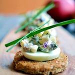 Хрустящие тосты с селёдочным салатом