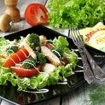Салат из курицы с брокколи