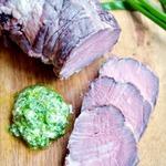 Идеально запечённое мясо с зелёным майонезом
