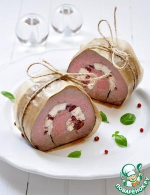 Рецепт Запеченное мясо с брынзой и вялеными томатами