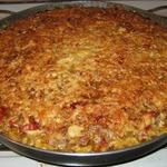 Мясо, запечённое с овощами, рисом и сыром