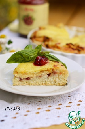 Рецепт Пирог с курицей, сыром и брусничным соусом