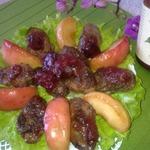 Салат из куриной печени с карамелизованными яблоками и сливовым соусом D'arbo