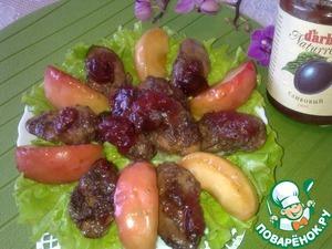 Рецепт Салат из куриной печени с карамелизованными яблоками и сливовым соусом D'arbo