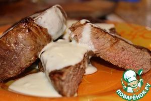 Рецепт Говяжий стейк с соусом из голубого сыра