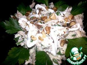 Рецепт Салат с курицей, яблоком и сушеным инжиром