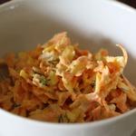 Легкий морковный салат с сыром и чесноком