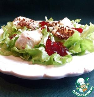 Рецепт Зелёный салат с камамбером и брусничным соусом