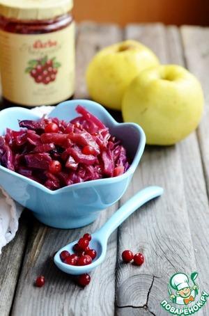 Рецепт Краснокочанная капуста, тушенная с яблоками и брусникой