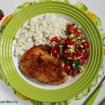 Жареная тилапия с овощной сальсой