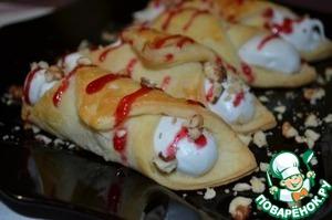 Рецепт Каноли с кремом, ягодным соусом и орешками