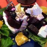 Салат с запеченной свеклой и козьим сыром
