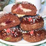 Печенье шоколадное с кокосом и ягодой