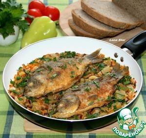 Рецепт Жареные караси с овощами и рисом