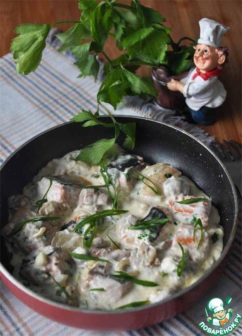 Лосось с грибами в сливочно-сырном соусе – кулинарный рецепт