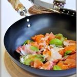 Вареники с картошкой, жареными грибами и слабосоленой рыбой