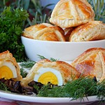Пирожки с маслятами и яйцом