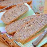 Хлеб с отрубями, грудинкой, сыром, орехами и майораном