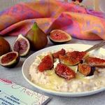 Овсяная каша с инжиром и сыром камамбер