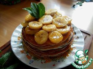 Рецепт Оладьи с карамелизированным бананом и мятным сиропом