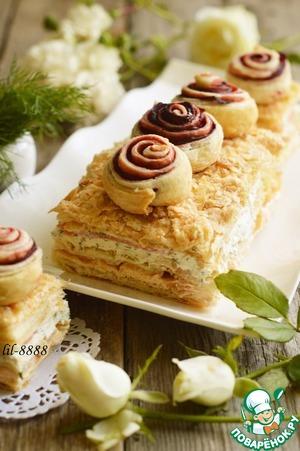 Рецепт Закусочный торт из слоеного теста с икорным кремом и кусочками малосольной семги