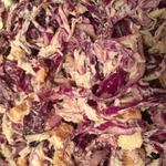 Салат из красной капусты и курицы