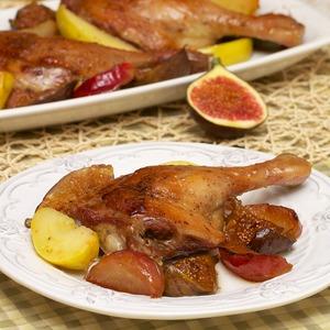Рецепт Фермерская утка в медовой глазури, запеченная с инжиром и яблоками