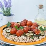 Тёплый салат из фасоли с овощами