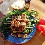 Сувлаки из свинины с соусом Дзадзики