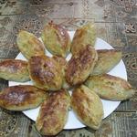 Закусочные пирожки с рыбой и солеными огурцами