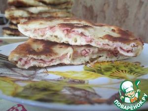 Рецепт Сырные лепешки с начинкой из вареной колбасы