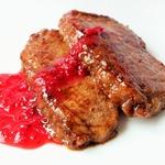 """Свинина """"Необыкновенная"""" с ягодным соусом"""