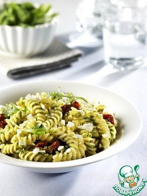 Рецепт Джирандоле с соусом песто и вялеными томатами