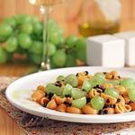 Паста с чечевицей и виноградом