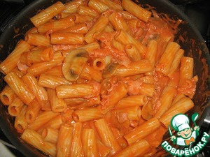 Рецепт Макароны с грибами в томатном соусе (Pasta con funghi e pomodoro)