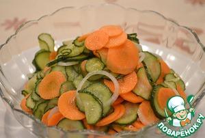 Рецепт Маринованный салат из огурцов и моркови