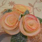 Розы из яблока