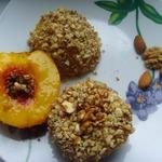 Печёные нектарины в ореховой панировке