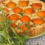 Абрикосовый пирог с базиликовым сахаром