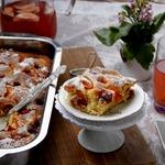 Пушистый пирог с абрикосами и крыжовником